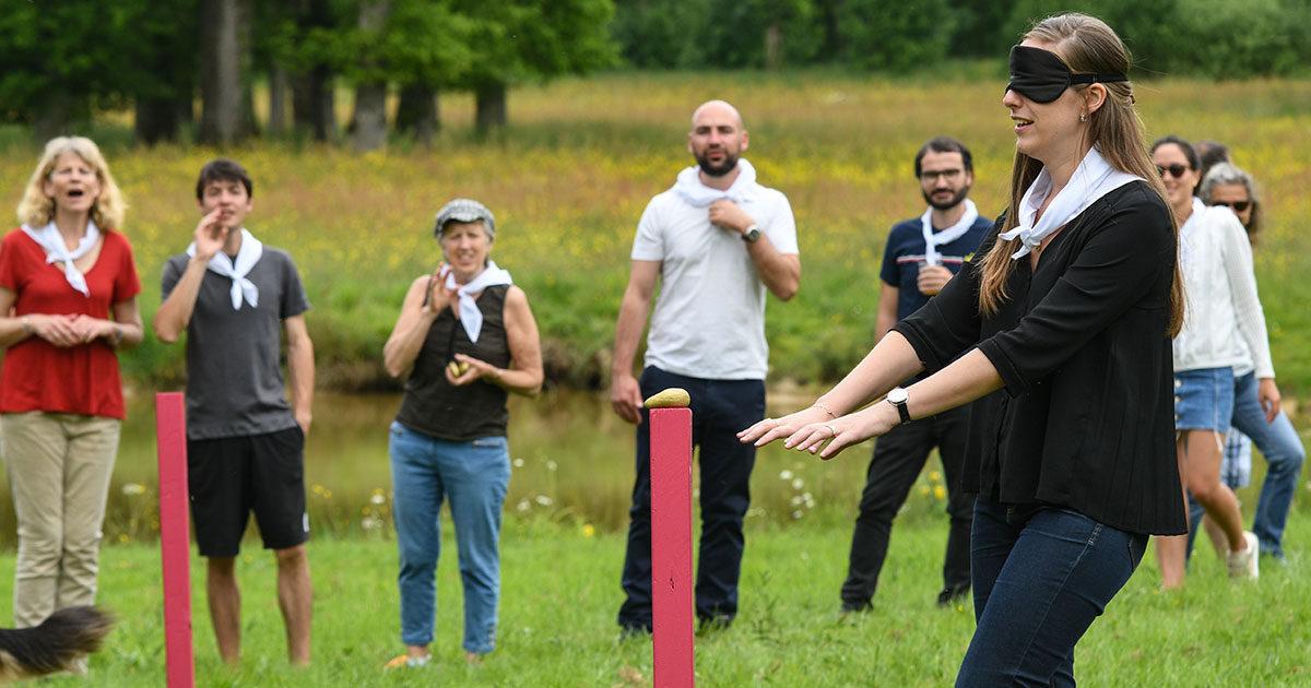 parcours à l'aveugle olympiades activités seminaire team building