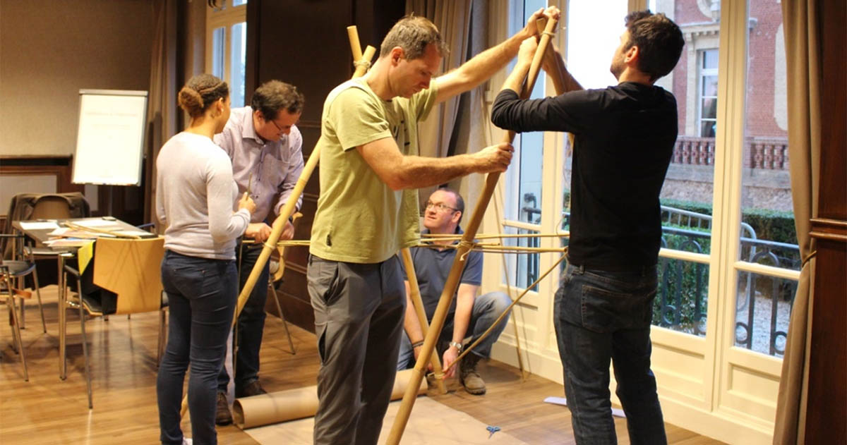 construction pont team building à paris